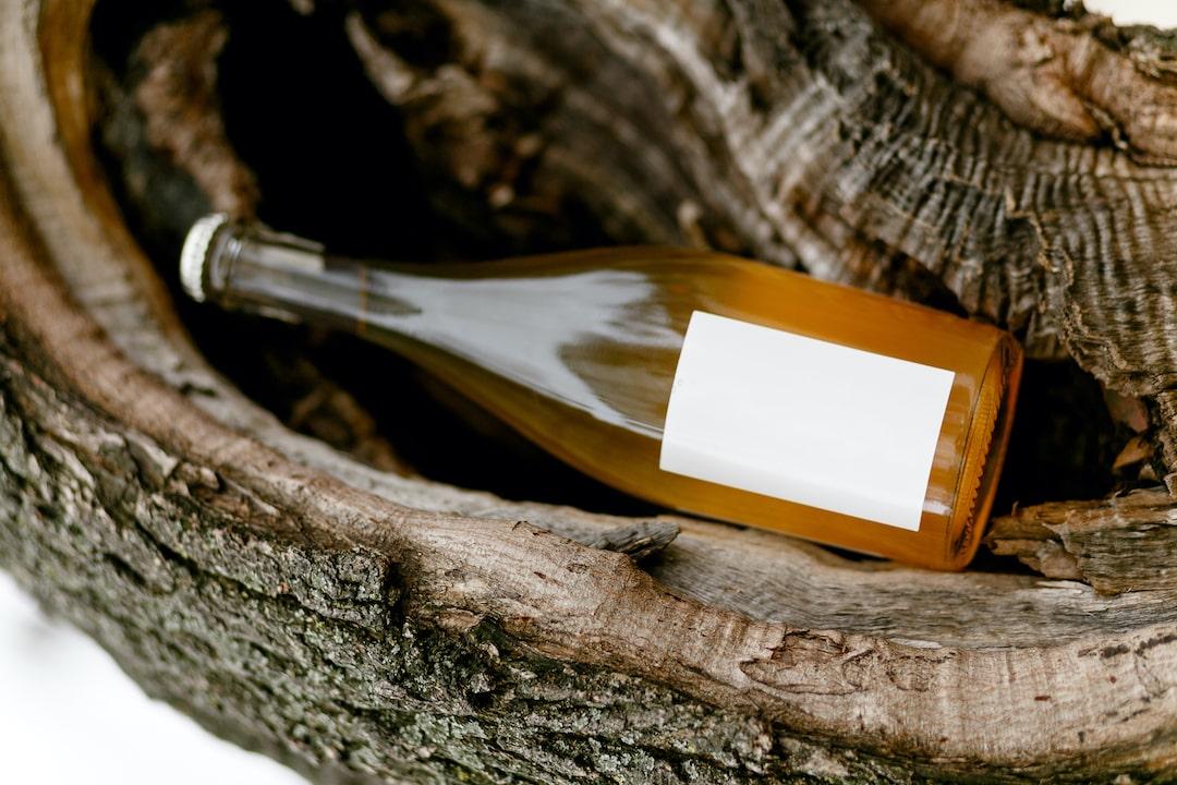 wina naturalne w korze drzewa Vinify