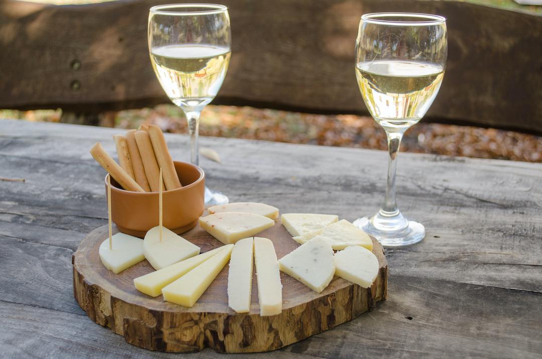 wino białe do sera